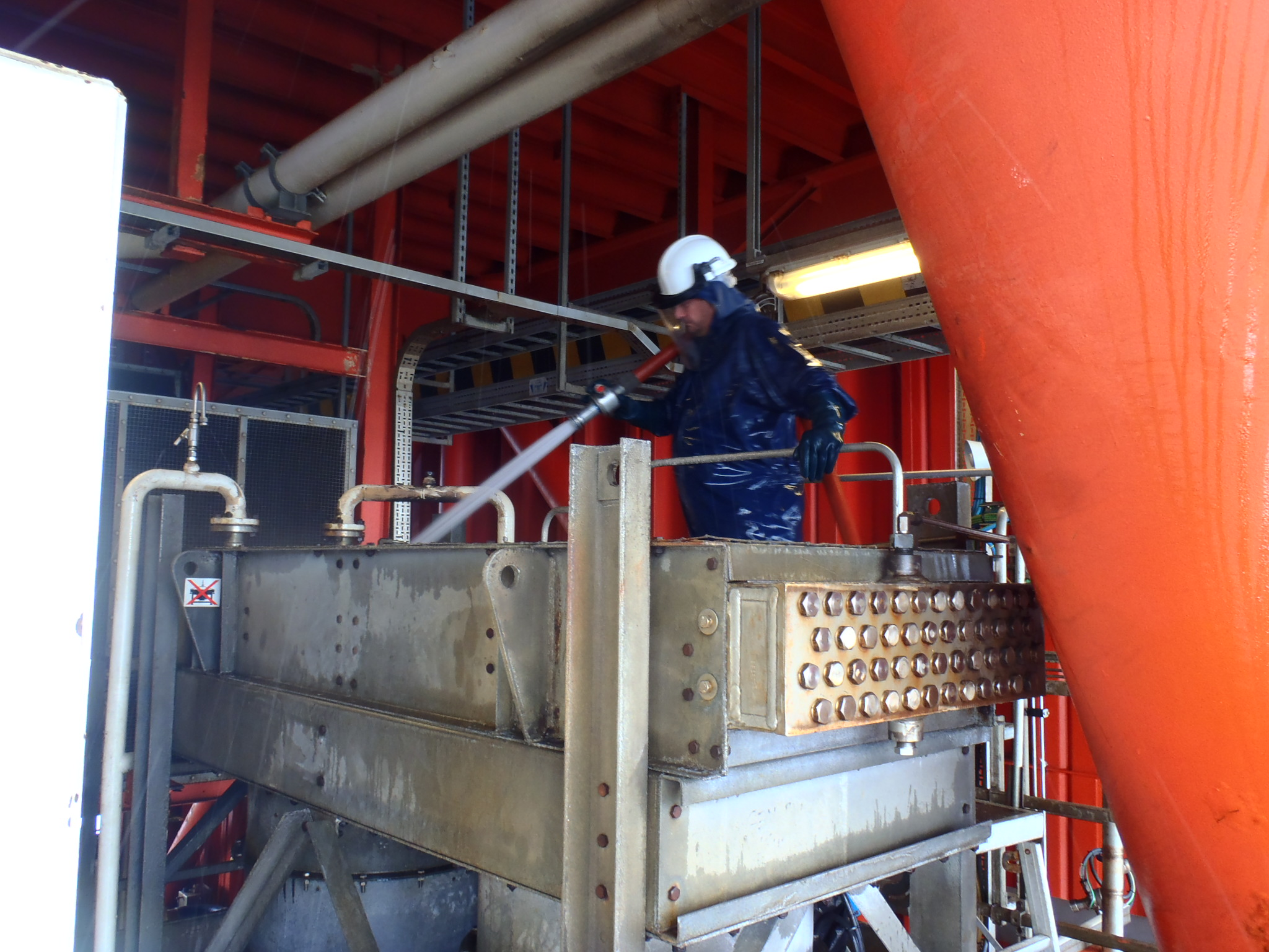 ASL PowerStream operative cleaning of Lube Oil Cooler